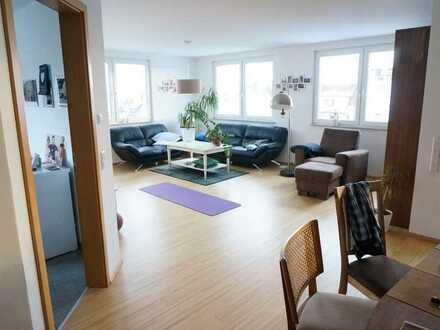 Neuwertige 4-Zimmer-Dachgeschosswohnung mit Balkon und Einbauküche in Schönaich Zentrum