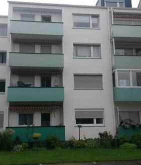Ruhige, straßenabgewandte Wohnung, Balkon, EBK ,Schöne drei Zimmer Wohnung in Bremerhaven, Lehe