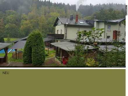 Mehrfamilienhaus in ruhiger Lage mit benachbarten Einfamilienhaus