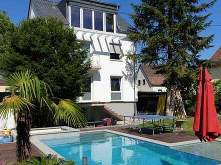 REDUZIERT !!! Freistehendes Einfamilienhaus mit Außenpool und Whirlpool