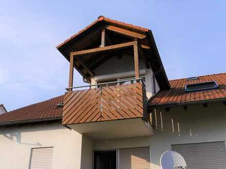 Schöne 3,5-Raum-DG-Wohnung mit EBK und Balkon in Nehren