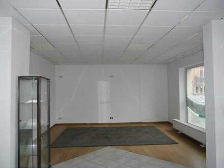 Helle Büro oder Praxisräume direkt an der Hauptstraße mit Schaufenster!
