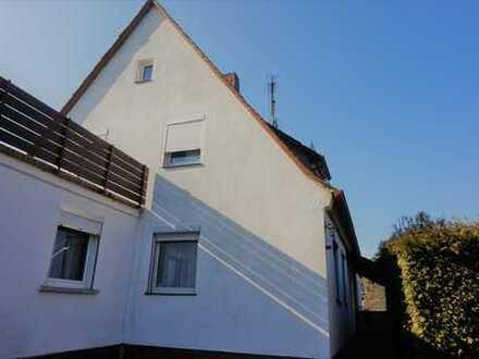 Doppelhaushälfte mit großer Sonnenterasse in toller Wohngegend