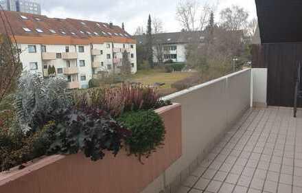 Attraktive, modernisierte und helle 3,5 Zimmer Wohnung mit Westbalkon in Stuttgart-Möhringen