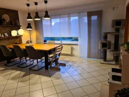 Gepflegte Wohnung mit vier Zimmern und Balkon in St. Leon-Rot