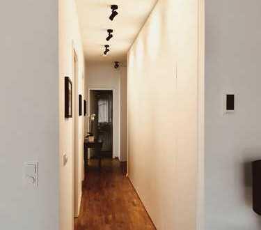 Stilvolle, neuwertige Luxus 3-Zimmer-Wohnung mit Balkon und Einbauküche in Schwabing-West, München