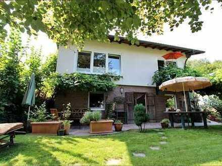 Einmalige Chance: Charmantes Einfamilienhaus mit Gästehaus und weitläufigem Grundstück
