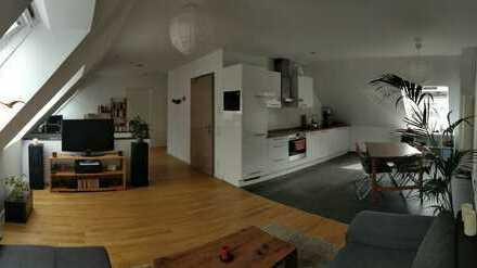 Exklusive 2,5-Zimmer-Maisonette-Wohnung mit Einbauküche & Tiefgaragenstellplatz im Zentrum