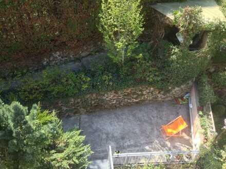 Lehenviertel/Im Grünen und Stadtnah mit eigenem Gartenanteil großer Terrasse und Pergola