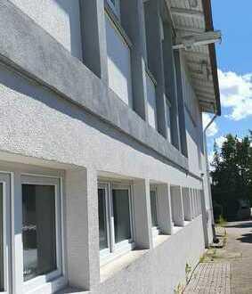 Großzügige Gewerbeeinheit, Büro, Showroom,WC, zwei Werkstatträume, + Stellpl. in Ötisheim