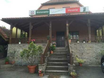 Wohnhaus mit Restaurant/Pizzeria