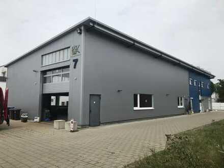 Neuwertige, vielseitig nutzbare Gewerbehalle mit 2 Wohnungen zzgl. ein Büro in Friedrichshafen!!
