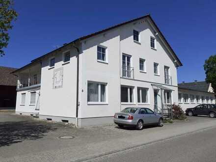 Gepflegtes 13-Zimmer-Haus mit Einbauküche in Schiltberg, Schiltberg