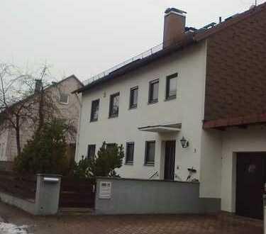 Gepflegte 6-Zimmer-Wohnung mit Balkon und Einbauküche in Eching