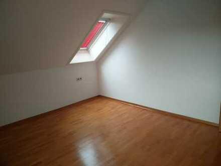 Sonnige 2,5-Zimmer-Maisonette-Wohnung mit Balkon und EBK in ruhiger Lage