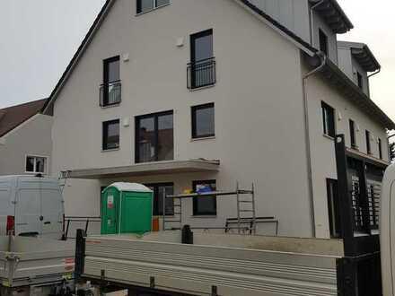 SOB Erstbezug: großzügiges, modernes Apartment im Erdgeschoss mit EBK + kl. Gartenanteil