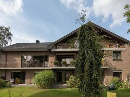 Gepflegte Wohnung mit vier Zimmern sowie Balkon und EBK, teilmöbliert.