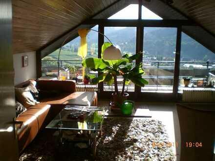 Schöne, helle Dachgeschosswohnung mit Traumblick