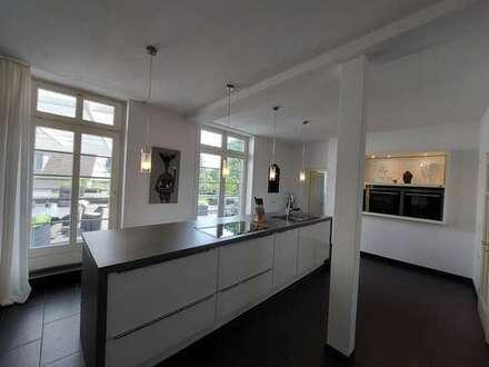 Traumschöne Altbauwohnung mit XXL-Dachterrasse - komplett renoviert!