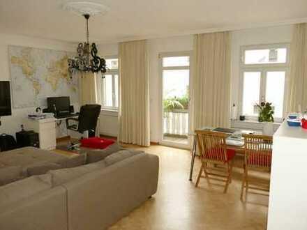 Genial zentral: 2-Zimmer-Altbau-Wohnung in der Kaiser-Friedrich-Promenade