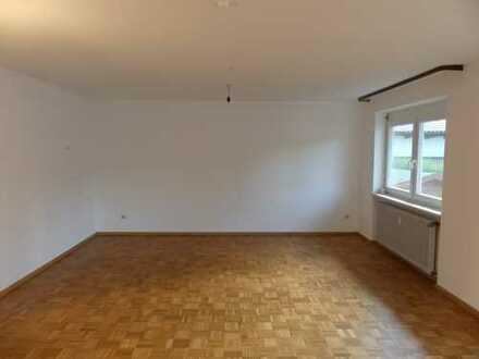 Sanierte 3,5-Zimmer-Hochparterre-Wohnung mit Balkonen und EBK in Pfaffenweiler