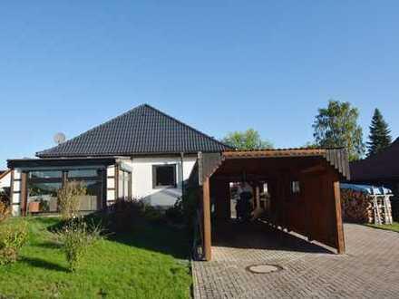 Gepflegter Bungalow mit Wintergarten, Garage u. Carport. Herrlich ruhig, 785 m² Grund, Bad Rodach-OT