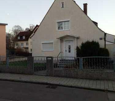 Voll erschlossenes Grundstück mit Altbestand am Hindenburg Park gegen Höchstgebot