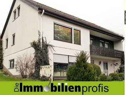 3-Fam. Wohnhaus mit großer Garage und ca. 1.000 m² Grund