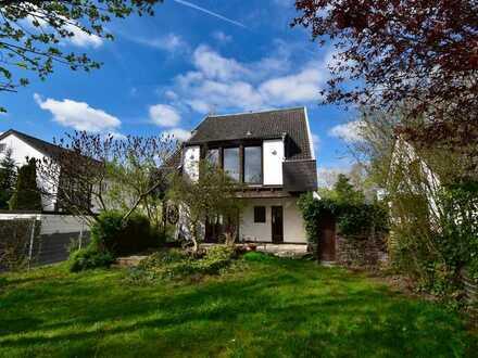Freistehendes EFH mit Garage, Vollkeller und Garten in ruhiger Familienlage! 181qm, 7 Zimmer...etc.!