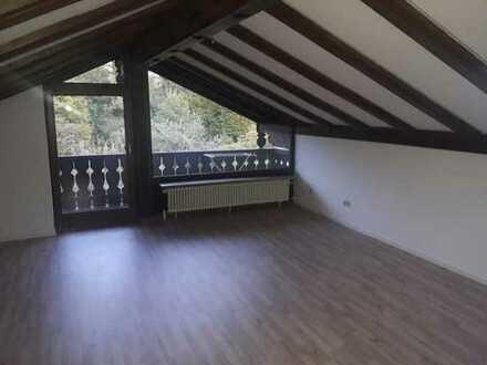 Gepflegte 2-Zimmer-Dachgeschosswohnung mit Balkon und Einbauküche in Bernried