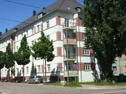 2-Zimmer-Wohnung mit Balkon - Laminat und terracottafarbene Bodenfliesen!