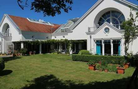 Architektenvilla in Bondorf Feldrandlage mit Einliegerwohnung, 576 qm Wfl, u. Bürotrakt 297 qm