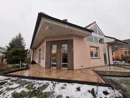 Schönes Architektenhaus mit Glaskuppel & Kamin