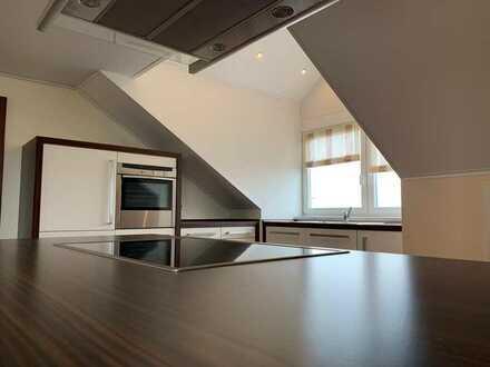 **!Schicke 3-Zimmer-DG-Wohnung mit EBK und Garage in Kleinaitingen!**
