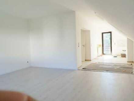 sehr schöne 3-Zimmer-Dachgeschosswohnung | offener Wohn- Koch und Essbereich