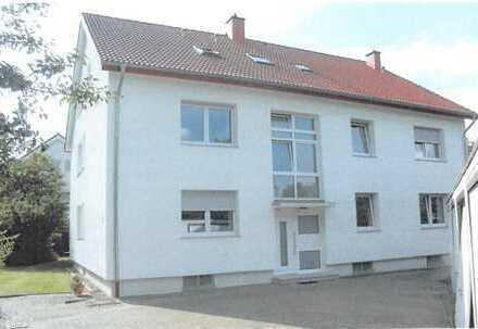 Modernisierte 3,5-Zimmer-EG-Wohnung mit Balkon und EBK in Bielefeld