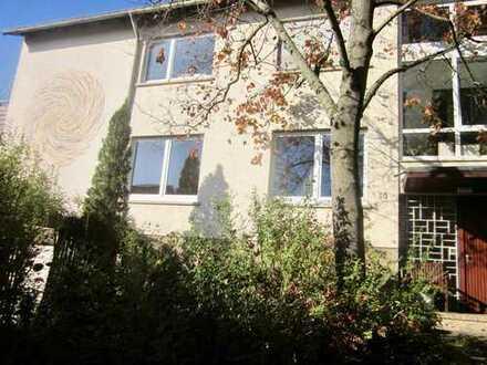 Schöne, geräumige 2,5 Zimmer Wohnung in Korntal, (Kreis) Ludwigsburg