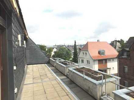Sonnige Penthouse-Wohnung mit Dachterrasse, Aufzug, TG-Platz am Fuße des Schafsbergs in LM-City