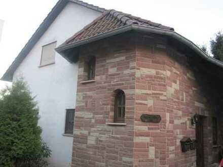 Gepflegte 2,5-Zimmer,Küche, Bad/WC Dachgeschosswohnung mit Balkon in Spiesen-Elversberg