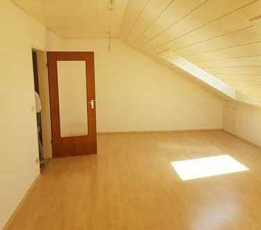 Schöne 2-Zimmer-Wohnung im Dachgeschoß