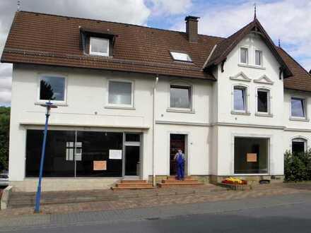 Preiswerte, modernisierte 4-Zimmer-Wohnung mit Balkon in Schieder-Schwalenberg