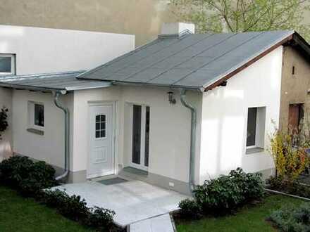 """""""Gartenhaus"""" Abstellraum mit Duschbad Im Hof eines Mehrfamilienhauses"""