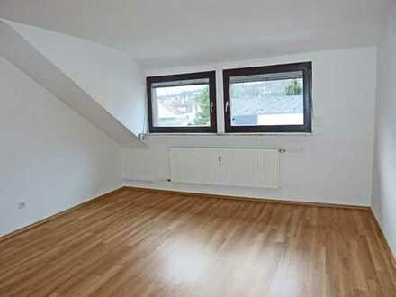 4728 - Dachgeschosswohnung mit Gartenmitbenutzung in Grötzingen!