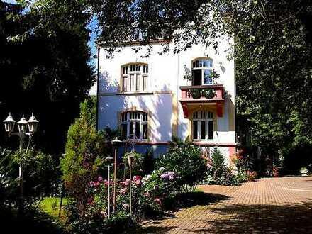 Wohnen wie in der Toskana: Traumhafte Jugendstilvilla mit mediterraner Parkanlage