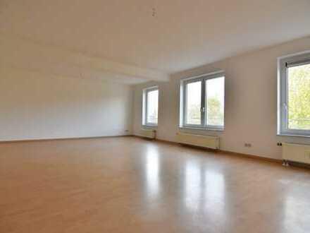 Singles aufgepasst! Große 1-Raum-Wohnung mit Stellplatz!