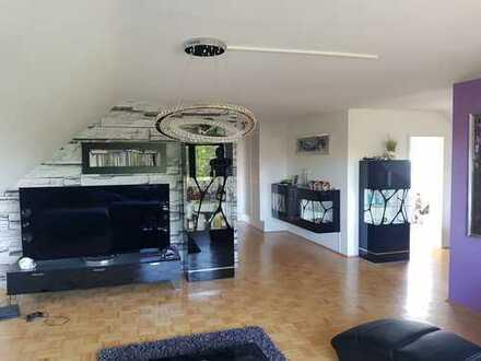 Schön geschnittene 3 ZKB-Wohnung sowie 2 Loggien und EBK in Niederkirchen bei Deidesheim