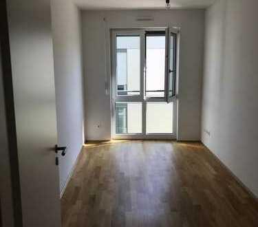 Erstbezug: Lichtdurchflutete 4-Zimmer-Wohnung mit Balkon in Aubing, München