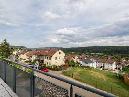 Gepflegte 5-Zimmer-Maisonette-Wohnung mit Balkon und Einbauküche mit toller Sicht über Eutingen