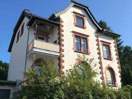 Vollständig renovierte 5-Zimmer-Dachgeschosswohnung mit Einbauküche in Sulzbach/Saar