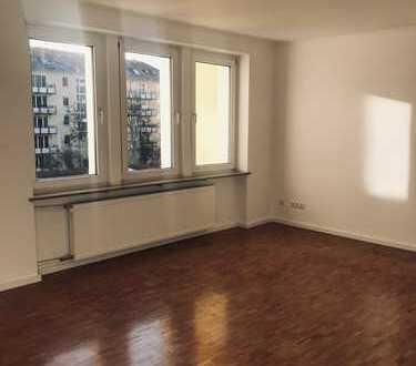 3-Zimmer-Wohnung mit EBK und Balkon in Schwabing-West, München